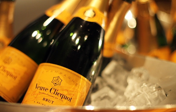 VEUVE CLICQUOT CHAMPAGNE BAR at Andaz Tokyo7
