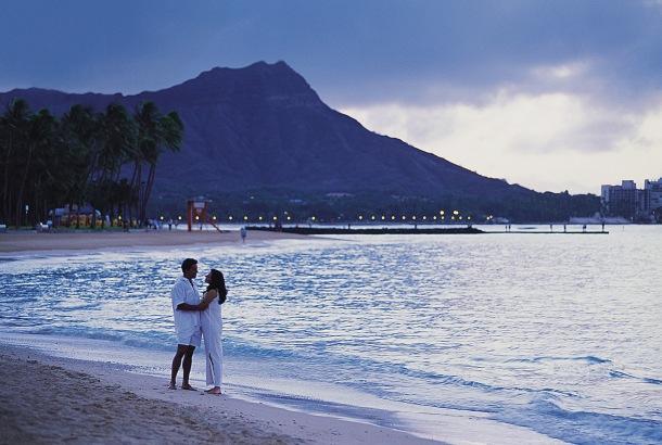Waikiki_Beach_Resort_Couple