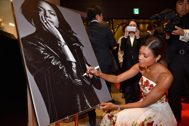TOKYO, JAPAN - NOVEMBER 30: Naomie Harris signs her autograph on a poster during the event celebrating the OMEGA SPECTRE Japan release on November 30, 2015 in Tokyo, Japan. (Photo by Koki Nagahama/Getty Images for OMEGA) *** Local Caption *** Naomie Harris