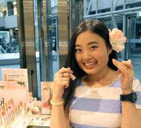 Lift-up and Cute Pink make-up forSpring